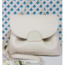 Очаровательная сумка из натуральной мягкой кожи светло-бежевого цвета