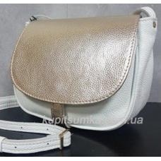 Женская кожаная сумка Boston белого цвета с золотистым клапаном