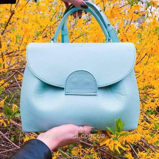 Очаровательная сумка из натуральной телячьей кожи голубого цвета