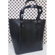 Кожаная черная сумка элегантного дизайна на длинных ручках