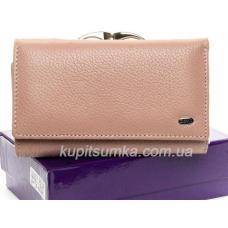 Кожаный женский кошелёк с центральной монетницей розового цвета