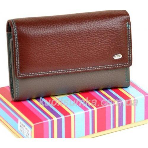 Компактный кожаный кошелёк в три сложения коричневого цвета