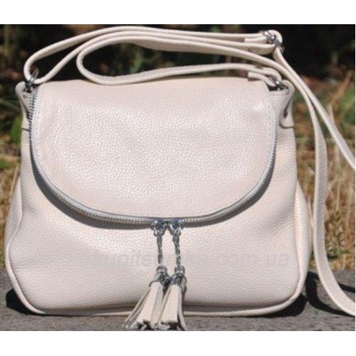 Женская кожаная сумка кросс - боди бежевого цвета с кисточками