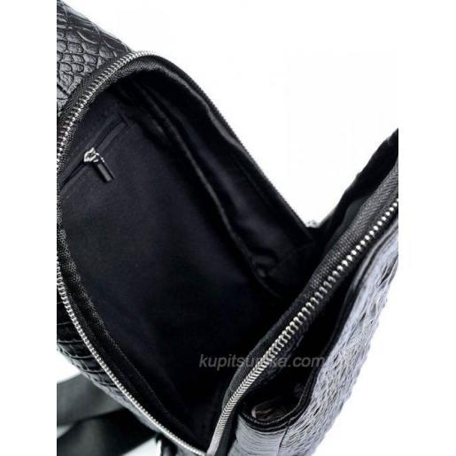 Молодёжная мужская сумка с тисненой натуральной кожи черного цвета