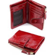 Женский кожаный кошелек в винтажном стиле красного цвета