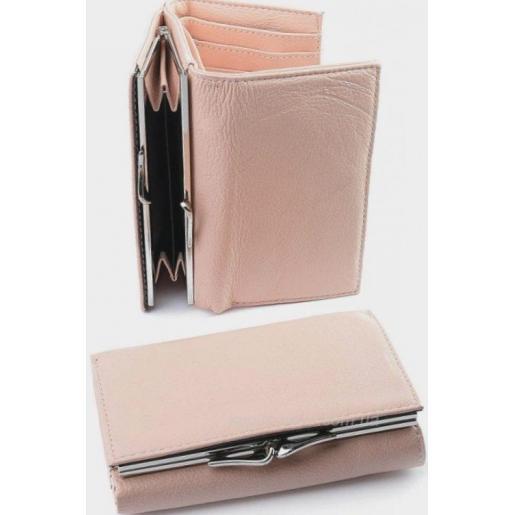 Компактный кожаный кошелек пудрового цвета на магнитных кнопках