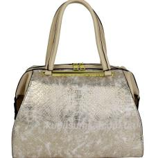 Женская сумка из кожзаменителя с тиснением под рептилию бежевого цвета
