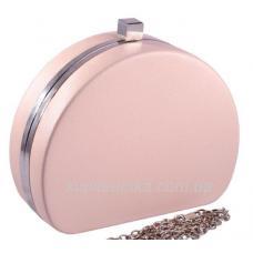 Клатч вечерний из кожзаменителя кремового цвета с серебристой фурнитурой