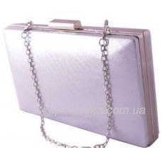 Клатч серебристого цвета с серебристой фурнитурой