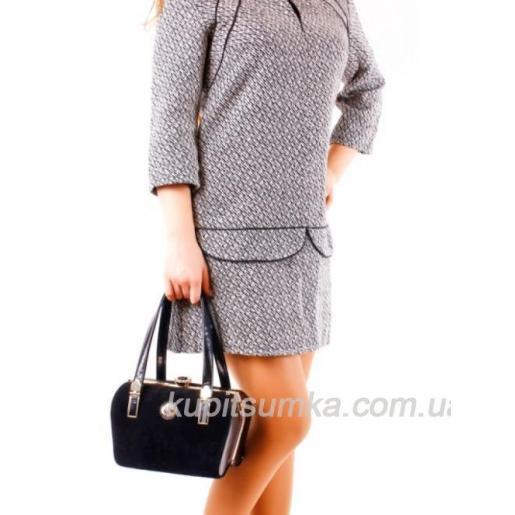 Женская черная сумка с красивой застежкой