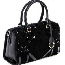 Женская сумка чёрного цвета из натурального замша и кожзаменителя с добавлением лака