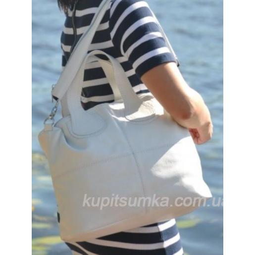 Универсальная сумочка из мягкой натуральной кожи золотистого цвета