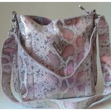 Розовая кожаная сумочка с привлекательным дизайном