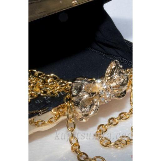Женский клатч золотистого цвета с оригинальной застёжкой